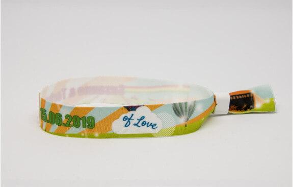 Armbänder zum Festivalticket Bunt