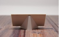 Platzkarten aus Holz   hell mit Standfuß
